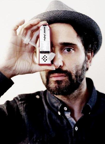 Foto de Jorge Drexler con bigote y barba