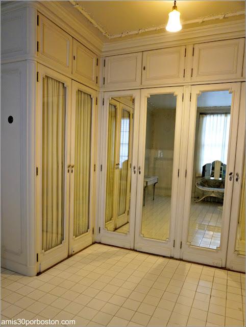 Vestidor en el Baño del Dormitorio de los Monroe de la Mansión Rosecliff, Newport