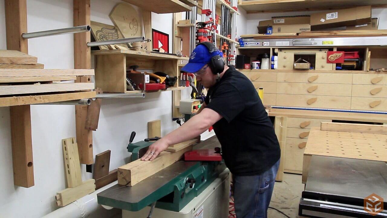 C mo construir una mesa de comedor de madera web del - Como hacer patas de madera para mesas ...
