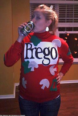 Hässlicher Pullover zur Schwangerschaft - Schwangere Frau trinkt Bier lustig