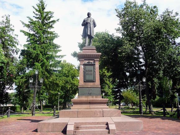 Суми. Пам'ятник І. Г. Харитоненку