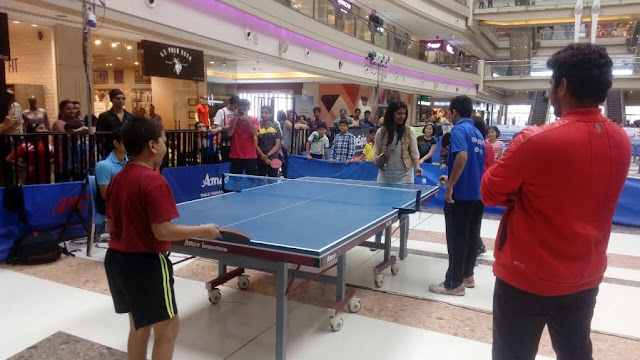 The lead actors of well-known Marathi play Strawberry, Suyash Tilak and Suruchi Adarkar also known as Jai and Aditi, the famous jodhi of KA RE Durawa, Marathi TV serial visited KORUM Mall on Sunday to encourage the participants of the Table Tennis tournament. At the event the lead actors played few exhibition matches with the top professional Table Tennis players and were seen interacting with the patrons and Table Tennis enthusiasts
