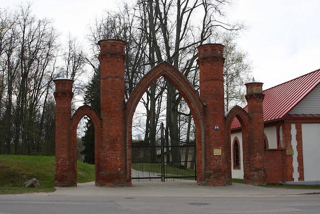 Прейли, ворота поместья фон Борхов
