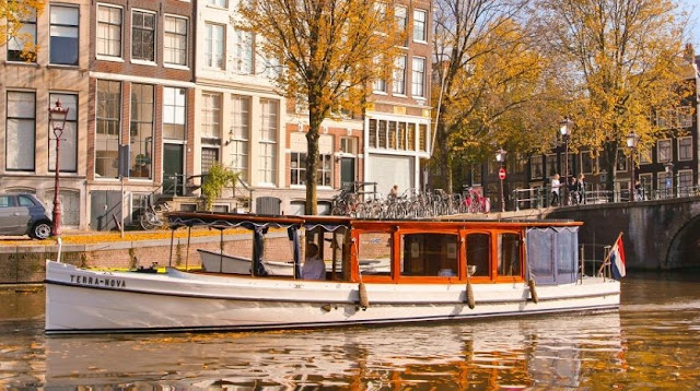 5 Reasons On Why To Explore Amsterdam By Canal
