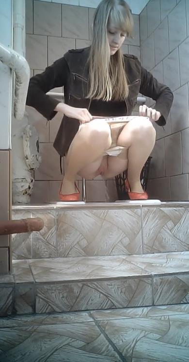 porno-skritaya-mini-kamera-v-zhenskom-tualete-video-porno-s-zhopa-bolshaya