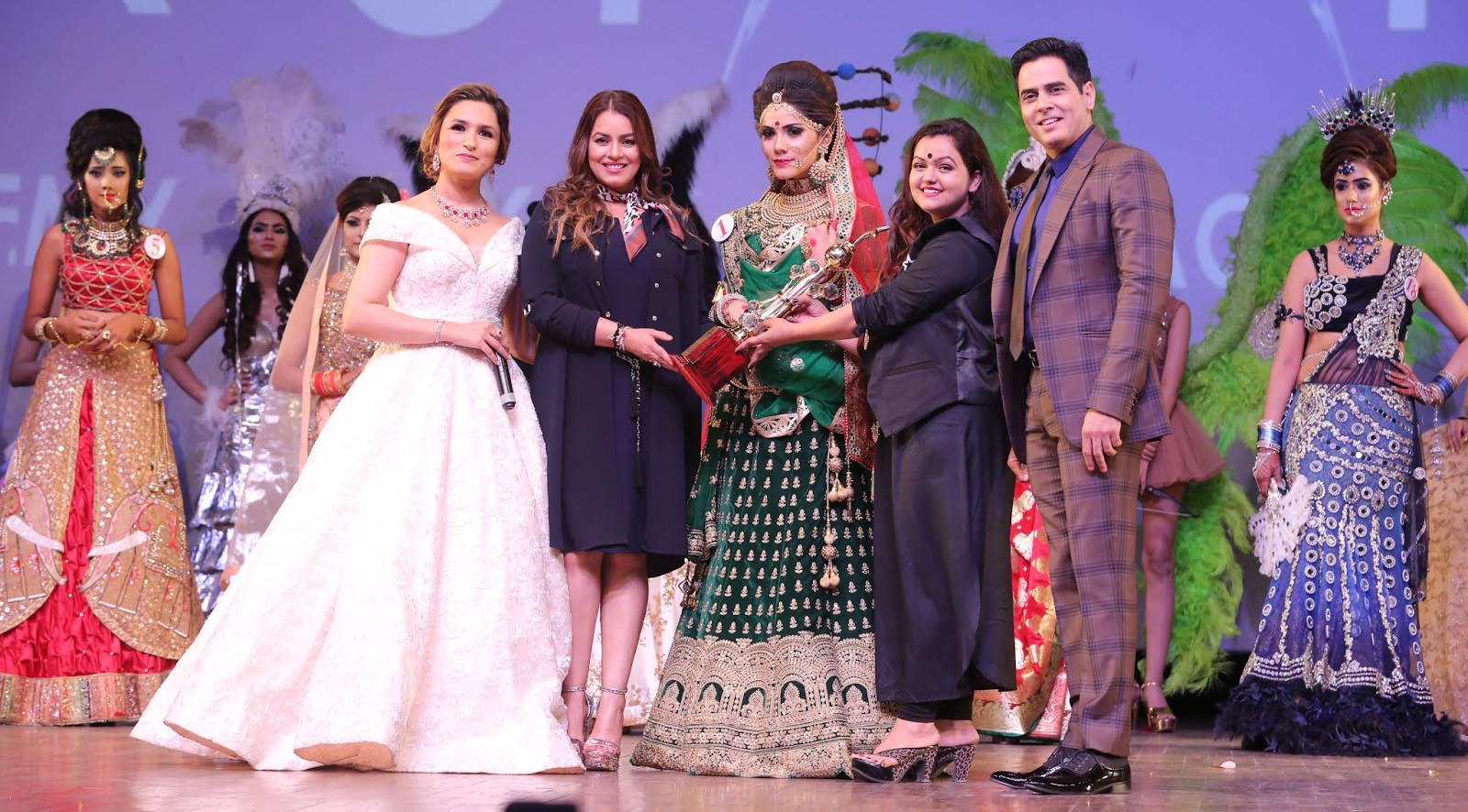 From left Hair and Makeup Expert Aashmeen Munjaal, Bollywood Actress Mahima Chaudhary and TV Actor Aman Verma with the star academy students
