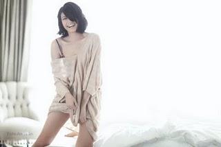 Foto Nakal Agni Pratistha Mantan Putri Indonesia Berpose Hot Di Majalah Dewasa 5