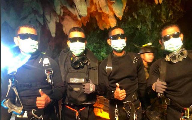 Estos son los 4 rescatistas que permanecieron con los niños en la cueva de Tailandia