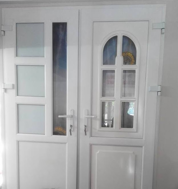 cửa sắt kính thông phòng
