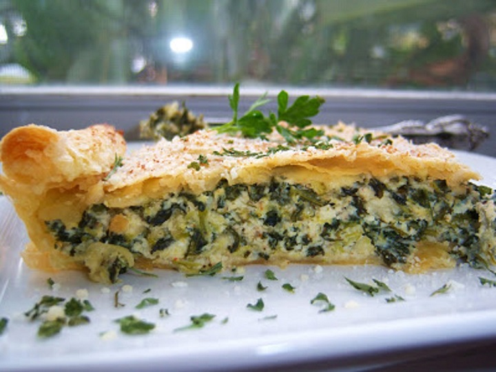 this is how to make spinach and broccoli pie with puff pastry dough