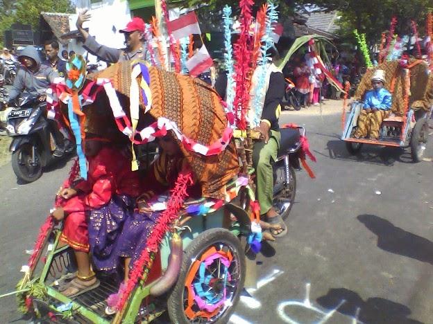SDN Tanggir karavan becak pada karnaval kecamatan singgahan tuban