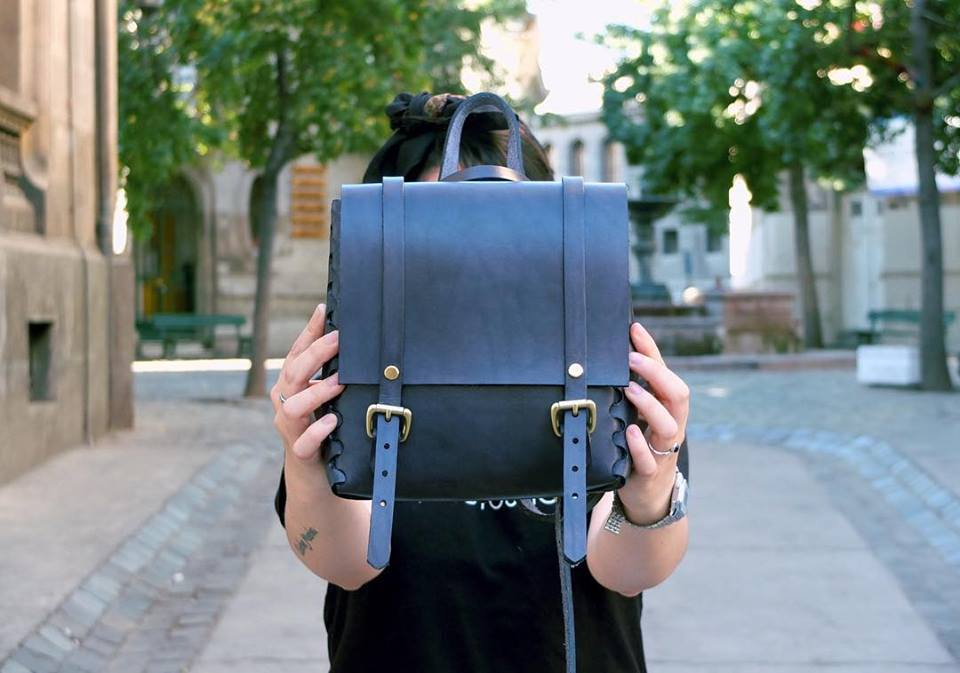d0be3f23f5b La experiencia de diseñar, fabricar y comercializar moda de autor en  Francia según Lama Leather goods.