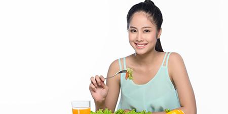 Cách giảm béo mặt bằng chế độ ăn uống ít đường và muối