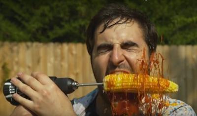 Πώς να φάτε το καλαμπόκι χρησιμοποιώντας … τρυπάνι