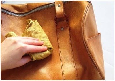 usos crema Nivea lata azul limpiar bolsos de piel
