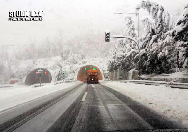 Σφοδρή χιονόπτωση στην σήραγγα Αρτεμισίου