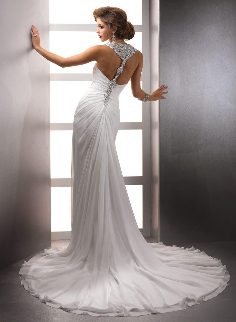 Hochzeitskleid mit schönem Rücken. Shiffon Brautkleid rückenfrei.