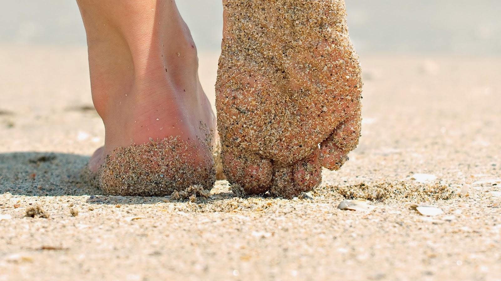 mood-gadis-kaki-pasir-pantai-musim panas-wallpaper-1920x1080