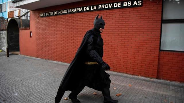 Batman argentino salva a niños con cáncer sin revelar su identidad