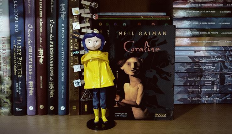 Boneca Coraline e Livro Coraline