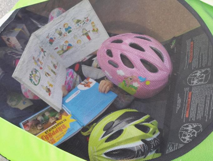 Kahden lapsen kanssa pyöräretkellä - Thule Chariot pyörän vetokärry