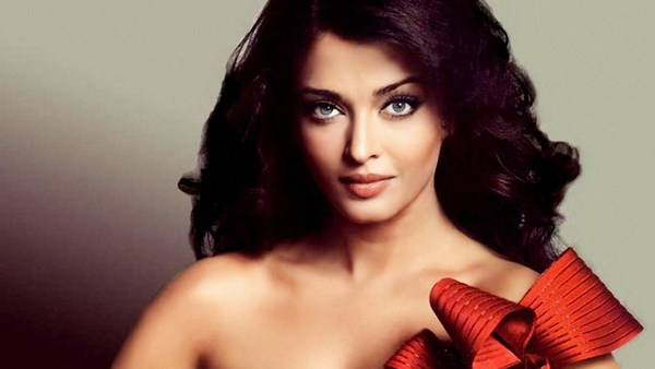 Simple Aishwarya rai hot image in Open Hair