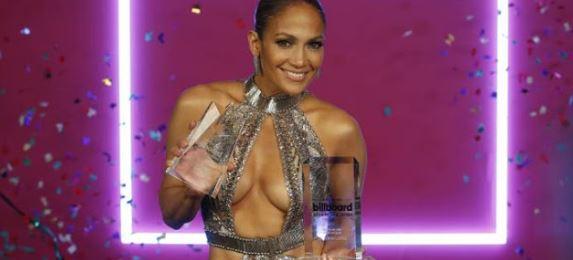 ΤΟΥΜΠΑΝΟ...η Jennifer Lopez: το σχεδόν ανύπαρκτο φόρεμα που επέλεξε στα Μουσικά Βραβεία! (ΦΩΤΟ)