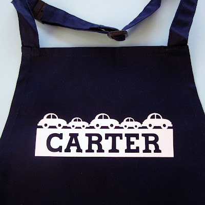 Personalize a cut design by Janet Packer for Silhouette UK.  Make a personalised child's apron.