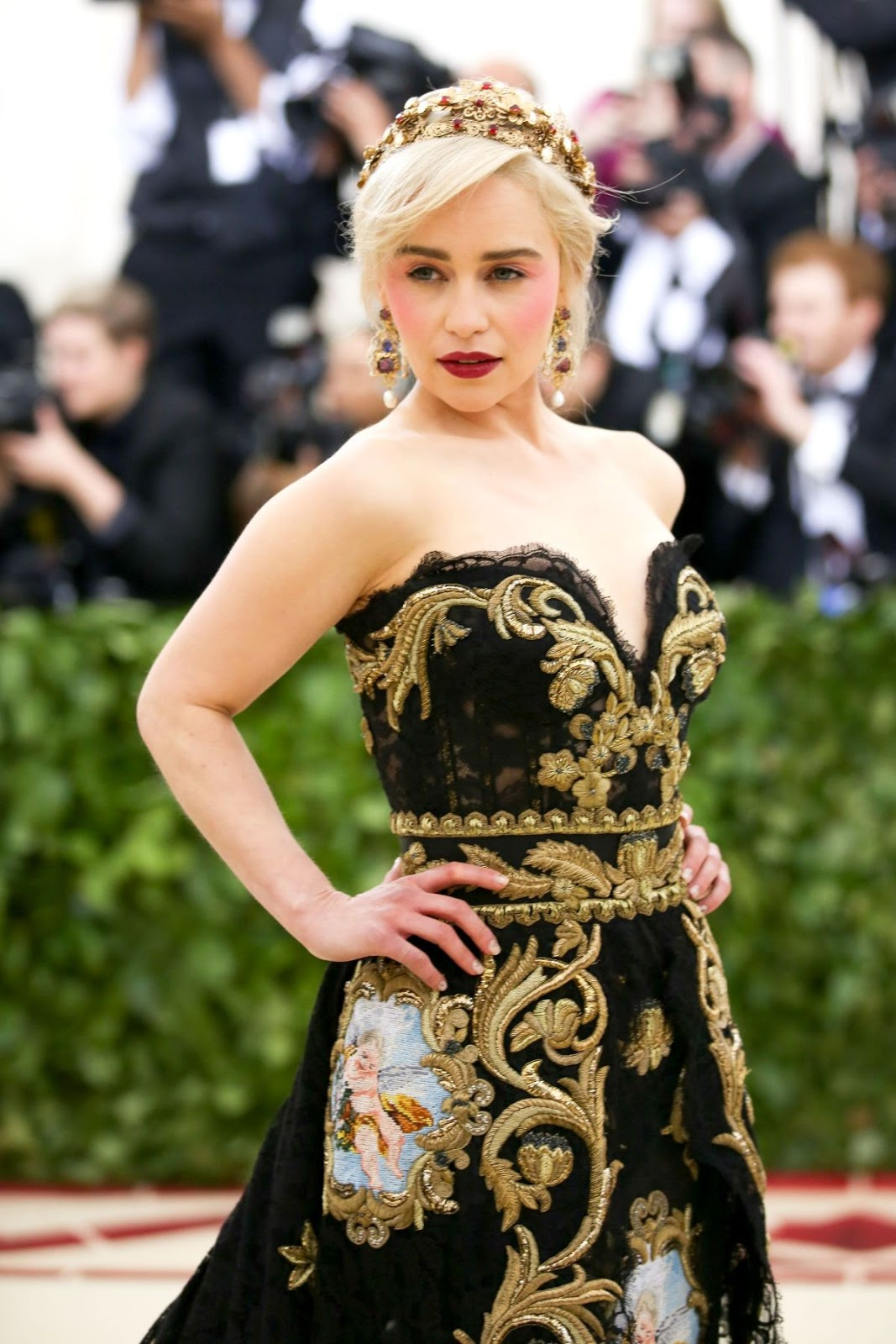 Emilia Clarke Goes Dramatic For The 2018 Met Gala