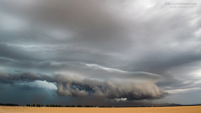 Amazing weather phenomena: Shelf cloud over Nebraska