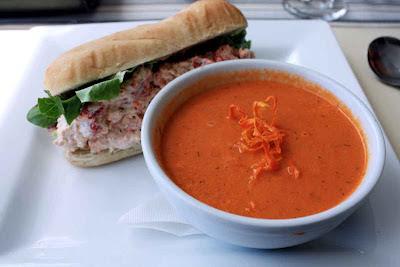 Eine Lobster Roll - typisch zum Lunch