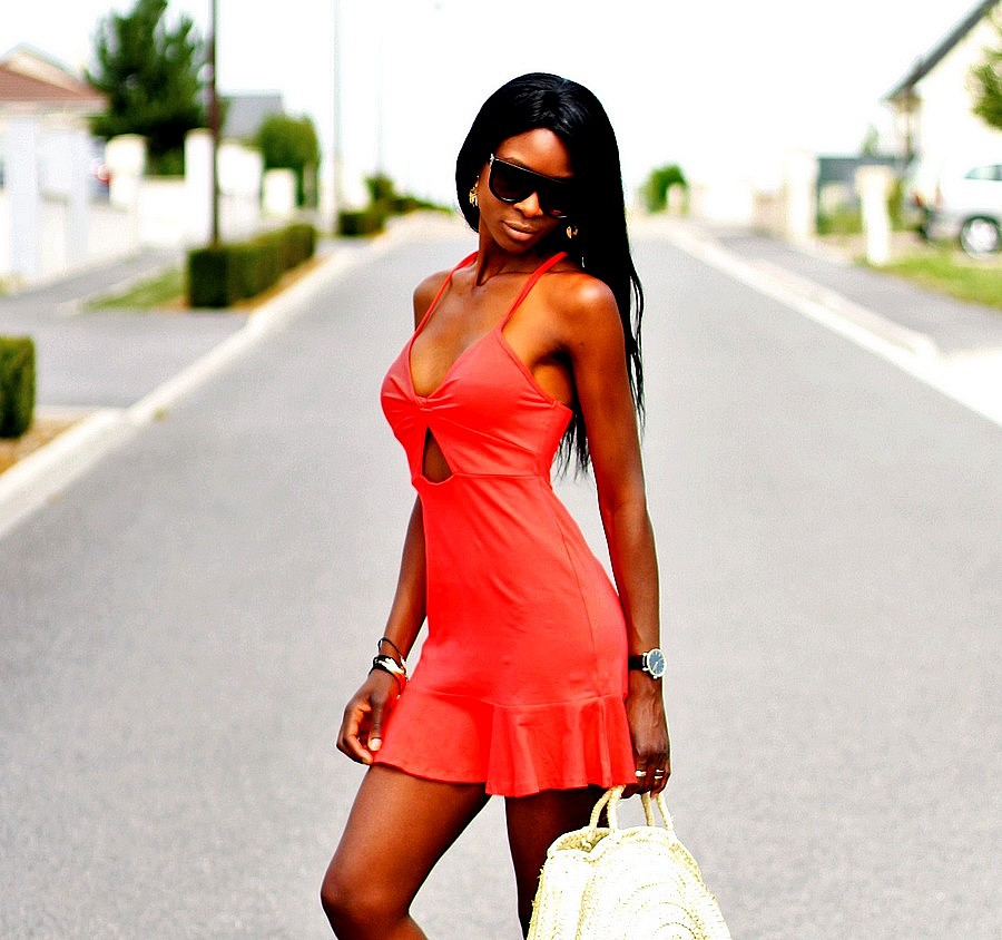 robe-rouge-ete-sac-rond-paille