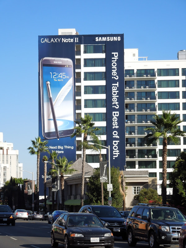 Giant Samsung Galaxy Note II billboard