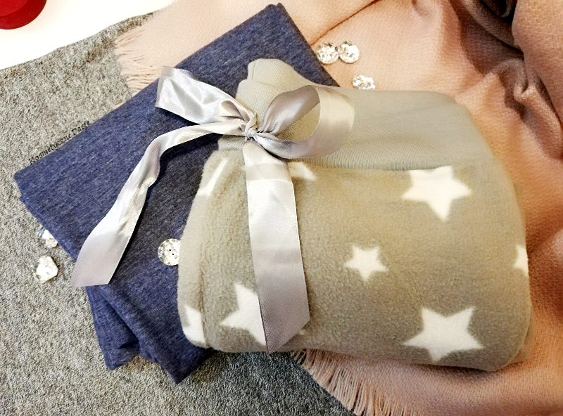 szara pidżama w gwiazdki
