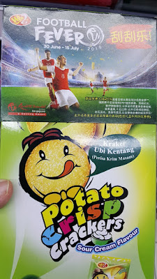 Win2 added a sleeve on top of its potato crisp crackers for a promotion titled Football Fever.