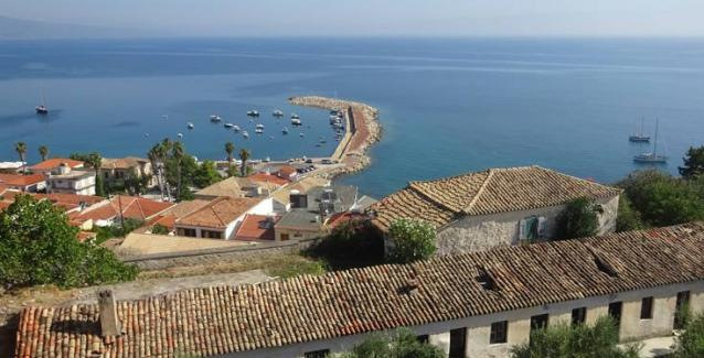 Κορώνη: Η γραφική κωμόπολη με το ενετικό κάστρο που θυμίζει νησί! (φωτό)