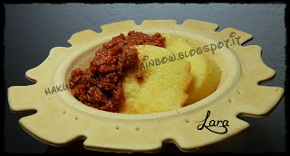 http://cucinaconlara.blogspot.it/2013/11/polenta-con-ragu-di-carne-e-wurstel.html