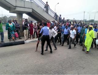 Citizens, beaten,pedestrian, bridge,Lagos,Nigeria