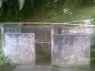 tempat melukat di Pura Tirta Pingit