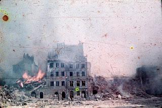 Plaza del mercado tras el alzamiento de Varsovia