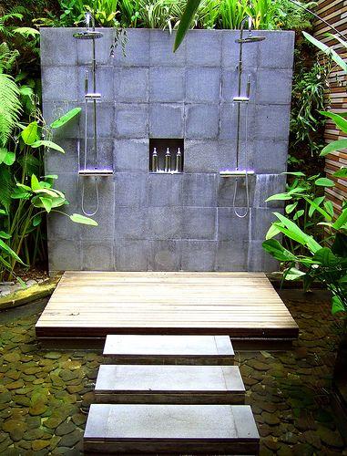 poco presupuesto para un jacuzzi pero aun as te apetece disfrutar de un bao al aire libre entonces las duchas de jardn son para ti