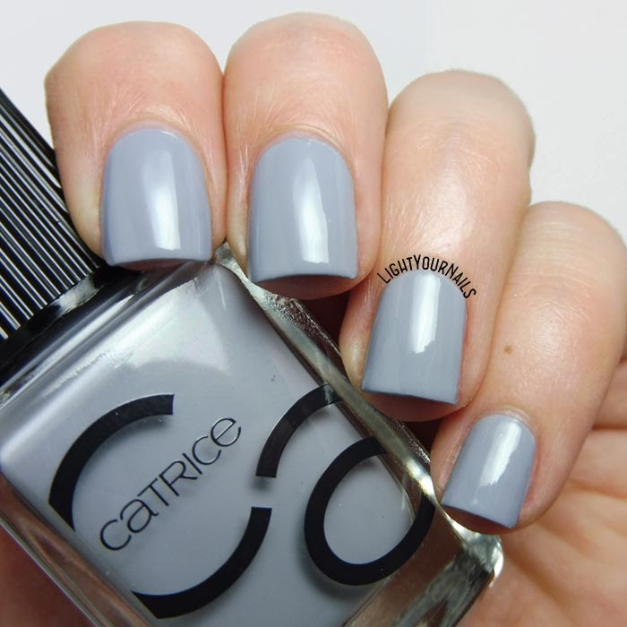 Smalto laccato grigio Catrice ICONails 16 Cloud Nine grey creme nail polish