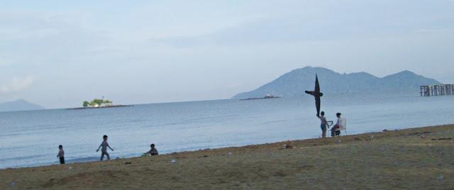 Menikmati Sunset di Mimi Land (Wisata Pantai Batu Payung) di Bengkayang