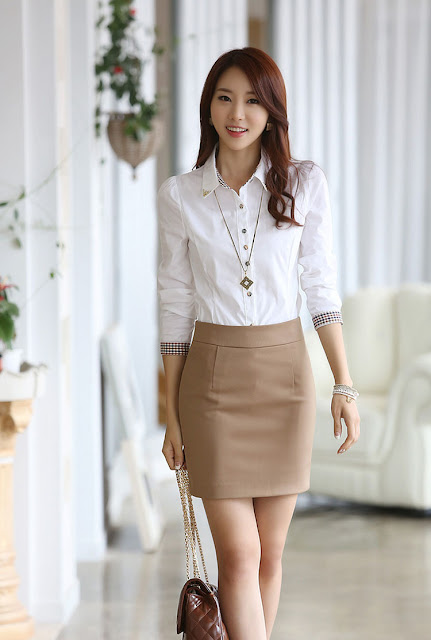 Model Cantik Kemeja Wanita Kerja paduan dengan rok pendek
