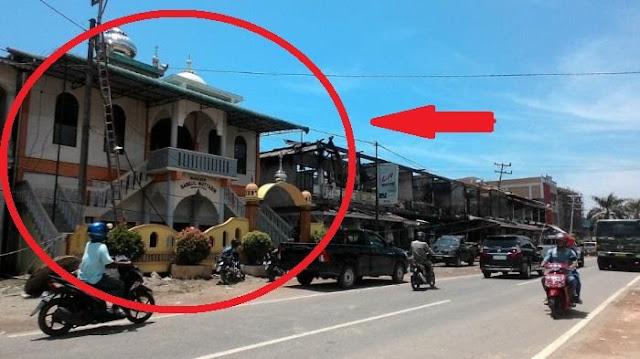 Adzan Dikumandangkan, Kobaran Api Yang Menuju Masjid Ini Mendadak Berbalik Arah