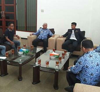 Wakil Bupati Asahan Surya BSc menerima audiansi pengurus PWI.