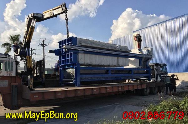 Vận chuyển máy ép bùn khung bản Vĩnh Phát ra công trình