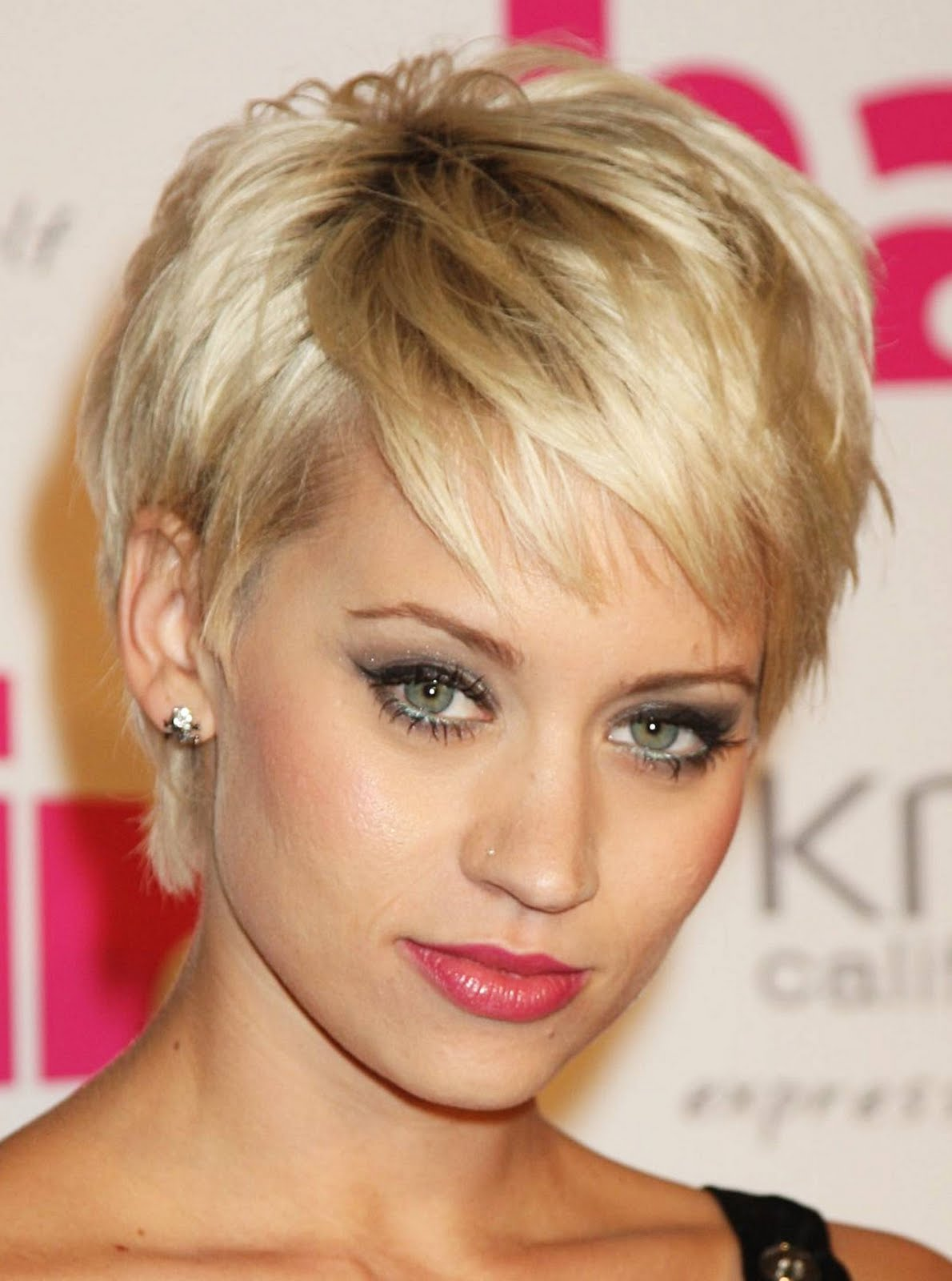 short hairstyles 2014: celebrity short blonde hairstyle