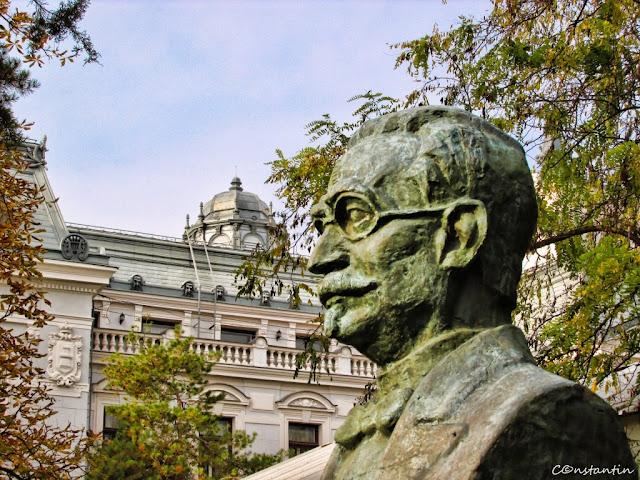 """Bustul lui Avram Goldfaden - fondatorul teatrului """"Pomul verde"""" - blog FOTO-IDEEA"""