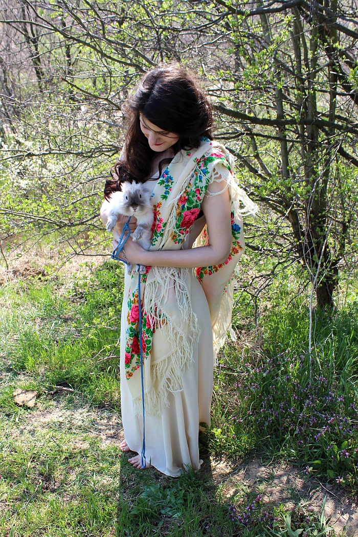 pet rabbit cuteness, fairy style, how to wear a scarf for summer, long dresses ideas, ways to wear a maxi dress
